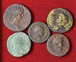 Lotto di cinque bronzi romani imperiali, ...