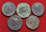 Lotto di cinque bronzi romani imperiali. Non ...
