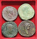 Lotto di quattro bronzi romani imperiali. ...