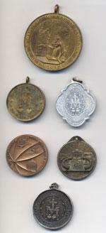 Lotto di 6 medaglie religiose, una in ...
