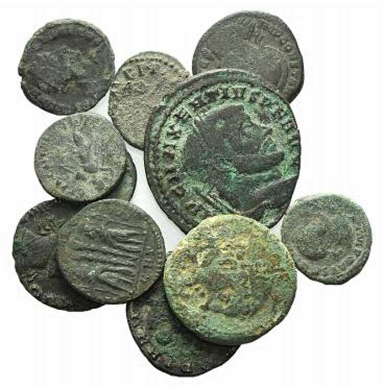Lot of 11 Æ Roman Republican (1) ...