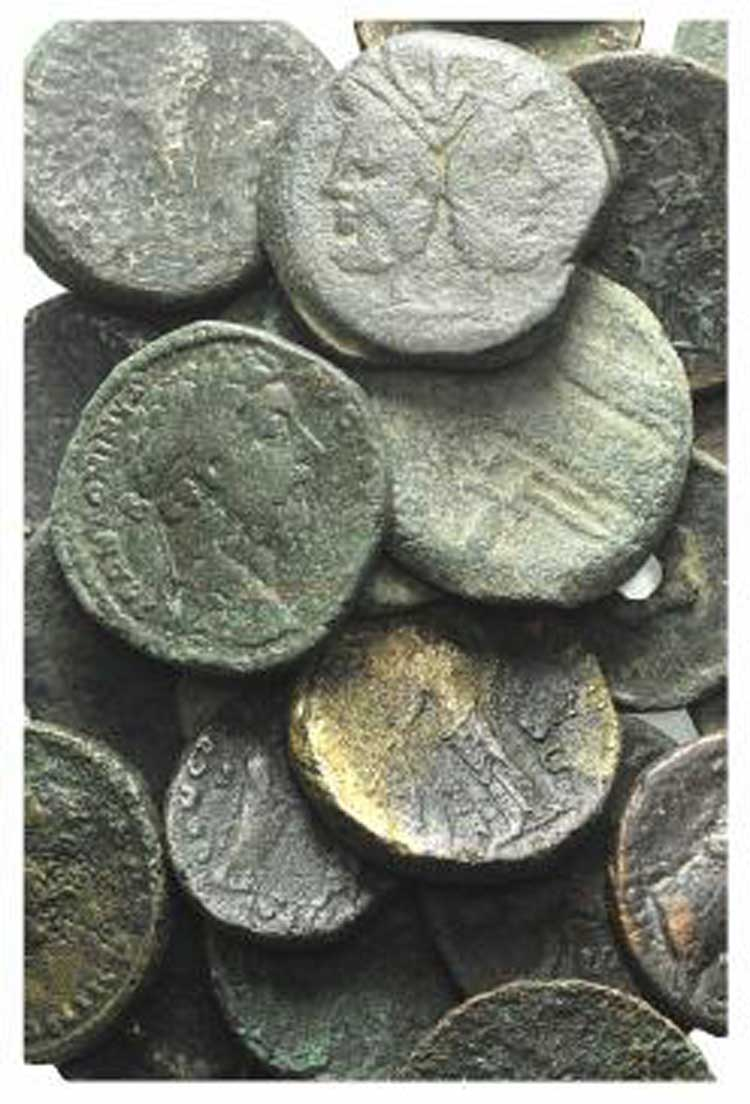 Lot of 100 Æ coins, mostly Roman ...