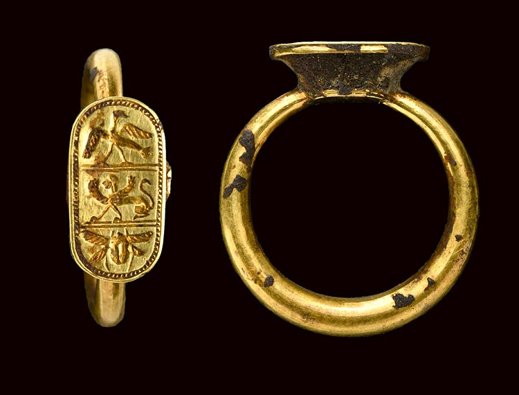 An etruscan gold ring with ...