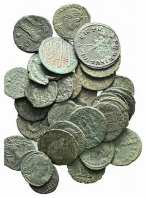 Lot of 34 late Roman Æ coins, to be ...