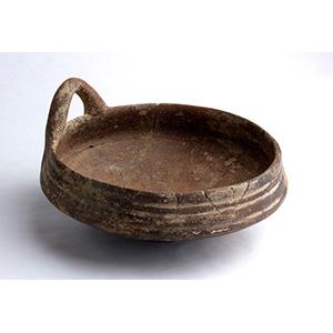 Ciotola in terracotta IX - VII secolo a.C.; ...