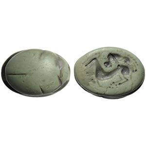 Scarabeo etrusco in giada con animale ...