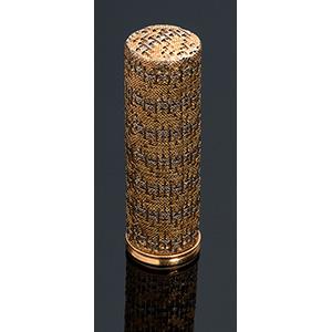 18K gold lipstick case ; ; cylindrical shape ...