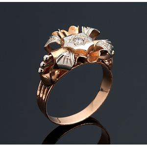 18K gold diamond ring; ; Flower motifs ...