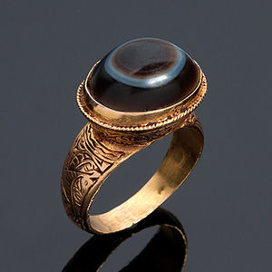 18K yellow gold ring with antique stone; ; ...