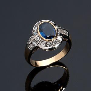 Interessante anello in oro giallo e bianco ...