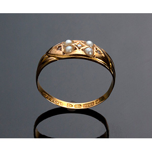 Antique 15K Gold Ring set with four pearls - ...