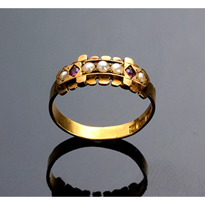 Antique 15K Gold Ring set with little pearls ...