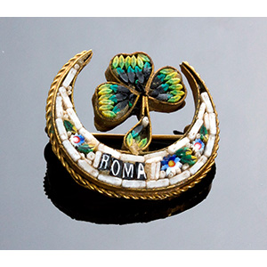 Art Nouveau gilded metal brooch set with a ...