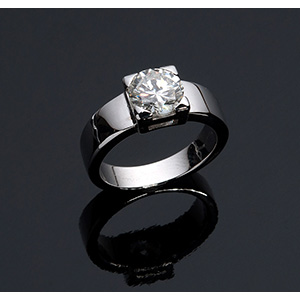 18k white gold solitaire ring centered by a ...