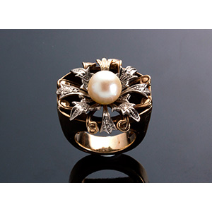 Vintage 9K yellow central sea cultured pearl ...
