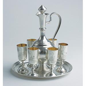 Vassoio, brocca e sei bicchierini in argento ...