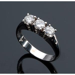 Anello in oro bianco 18K, con tre diamanti ...