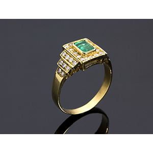18K GOLD EMERALD AND DIAMOND RING; ; emerald ...