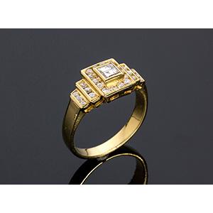 18K GOLD DIAMOND RING; ; round cut diamonds ...