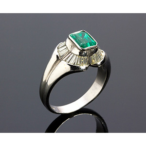 18K GOLD EMERALD DIAMOND RING; ; centered by ...