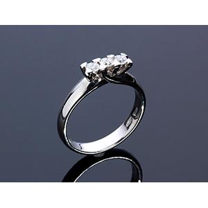 18K GOLD DIAMOND RING; ; set with 3 ...