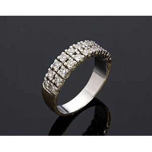 18K GOLD DIAMOND RING; ; two row of round ...