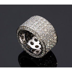 18K GOLD DIAMOND RING; ; a band ring with ...