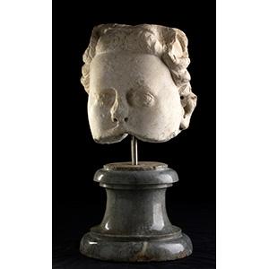 Bocca di fontana in forma di volto femminile ...