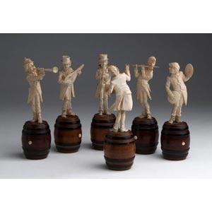 Gruppo di sei figure di musicisti in avorio ...