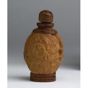 A carved nut;XX century; 6 cm;