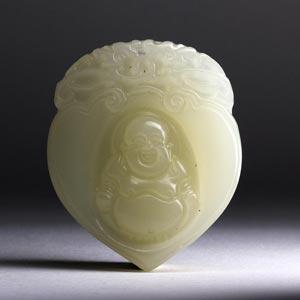 A white jade pendant;XX century; 4,6 x 3,9 ...