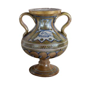 Grande vaso biansato dalla forma complessa: ...