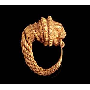 Gold lion's head earring  Magna Graecia, ...