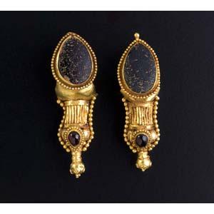 Pair of Parthian gold and garnet earrings ...