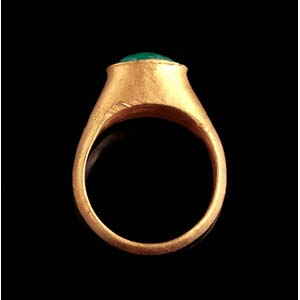 Roman gold finger ring with prase intaglio ...