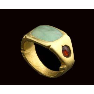 Roman gold emerald and garnet finger ring ...