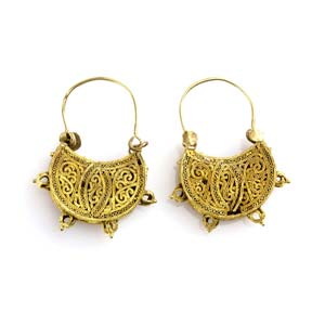 Pair of Byzantine gold earrings 10th century ...