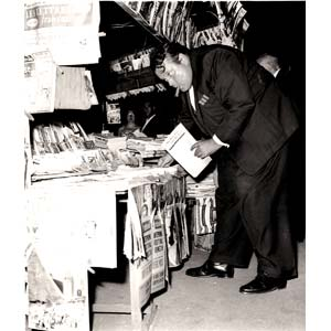 SERGIO SPINELLI  Orson Welles at the news ...