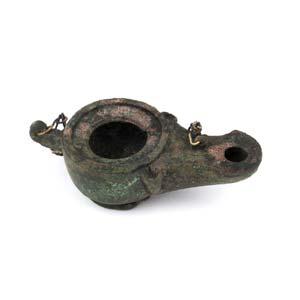 LUCERNA A DISCOI secolo d.C.; lungh. cm 10; ...