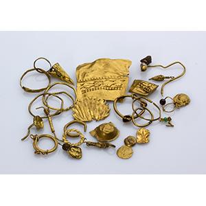 Gruppo di ornamenti aurei Tarda età ...