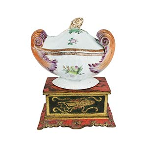 A FAMILLE ROSE SAUCE TUREEN AND COVERQing ...