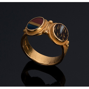 MELIS - 21K gold ring, set with two Roman ...