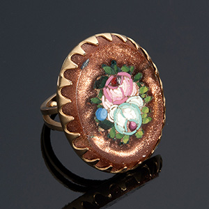 Fine quality 18kt gold ring centered with a ...