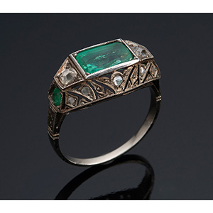 18K gold emerald and diamonds ring, early ...