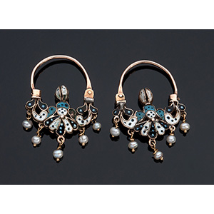 A fine pair of 14K gold earrings, early 19th ...