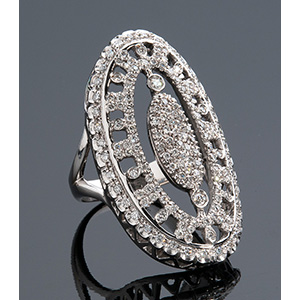 18K GOLD AND DIAMOND RING the ring is ...