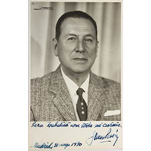 a) Foto di Juan Domingo Perón con dedica a ...