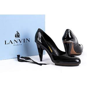 LANVIN PUMPS2007A pair of black patent ...