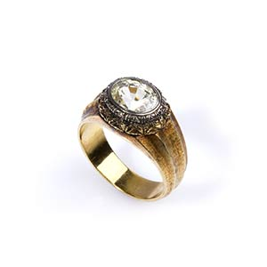YELLOW SAPPHIRE AND GOLD RINGRealized in ...