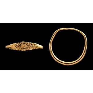 A greek gold ring. Sphynx. On the bezel, of ...